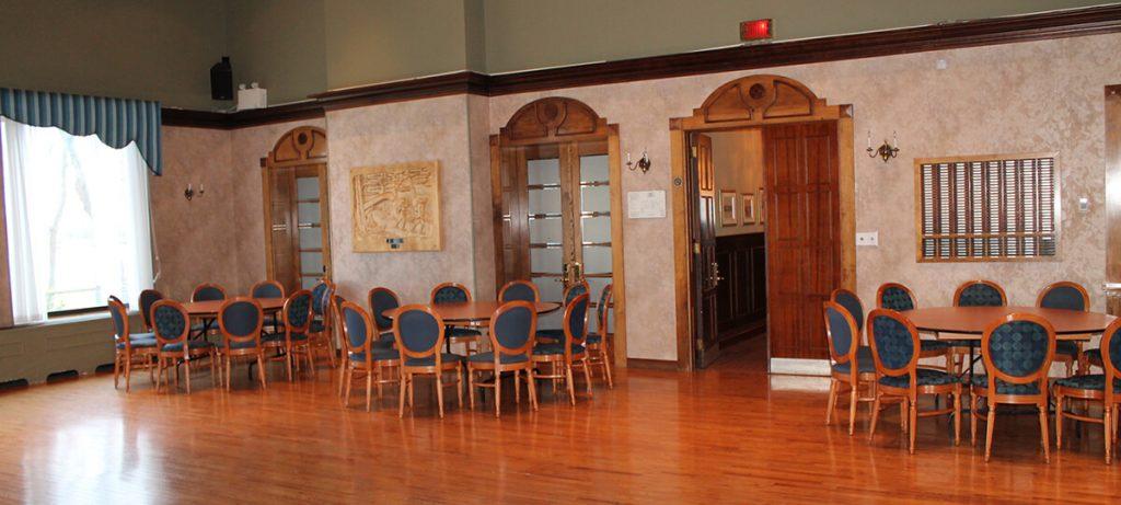 Salle de réception Le portage avec table ronde