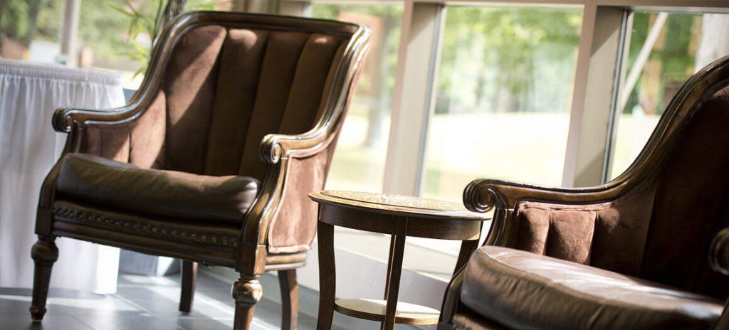 Chaise en velour brun