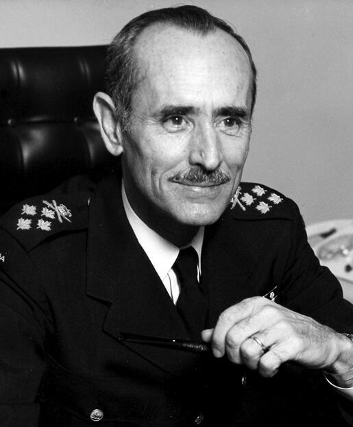 Général Dextraze, Chef d'état-major de la Défense